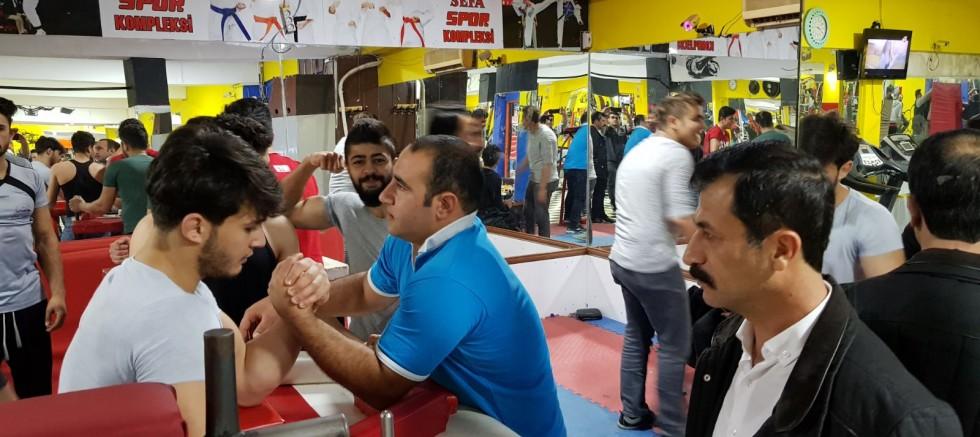 Başkan Kudat'tan bilek güreşçilere ziyaret