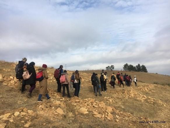 Dağcılar ve Doğaseverler Bozova Çatak'ta Sonbahar Yürüyüşü Düzenledi
