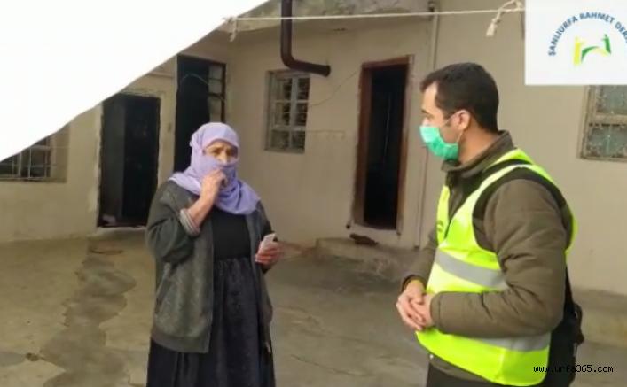 Şanlıurfa'da 100 aileye ekmek fişi dağıtıldı