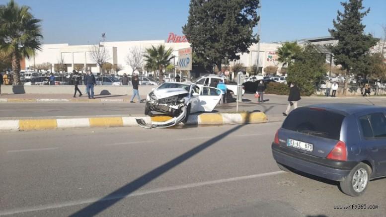 Şanlıurfa'da araçlar çarpıştı: Yaralı var